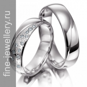 Классические свадебные кольца с россыпью бриллиантов