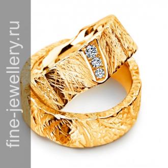 Фактурные обручальные кольца с камнями
