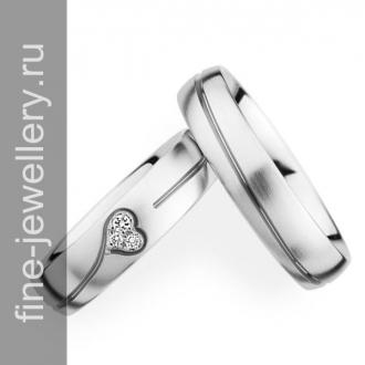 Обручальные кольца с бриллиантовым сердцем